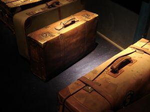 luggage dim light